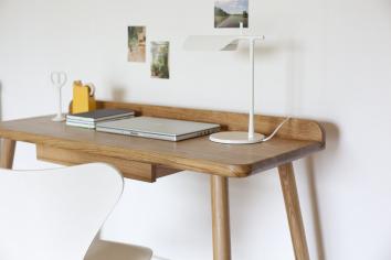 AC S1 desk with white lamp_interior